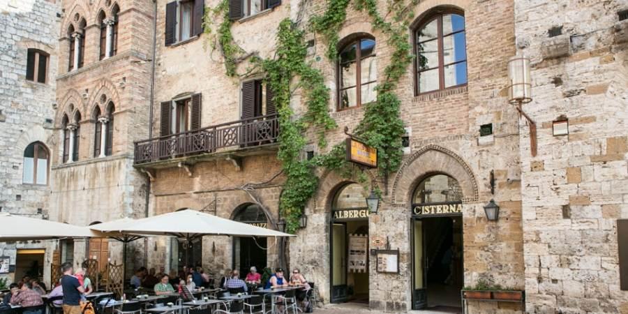 hotel-La-cisterna-italy-front-of-hotel-caminoways.com