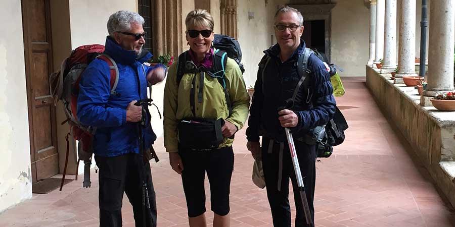 3-pilgrims-ready-to-start-the-walk-to-Rome