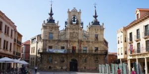 beautiful-church-in-leon-camino-de-santiago-caminoways