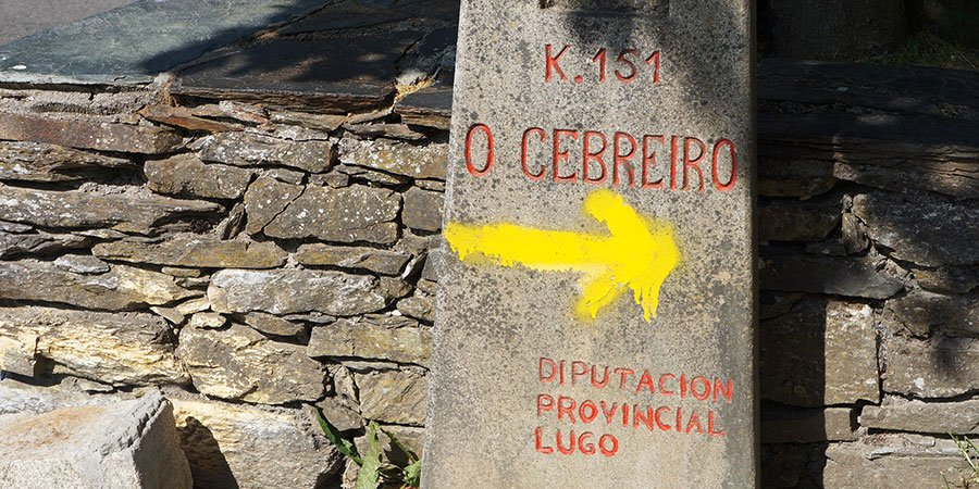 yellow-arrow-cebreiro-camino-de-santiago-caminoways