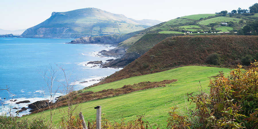 coastline-camino-del-norte-basque-country-caminoways