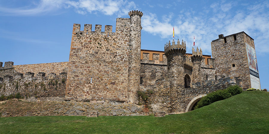 templars-castle-ponferrada-walk-the-camino-de-santiago-caminoways