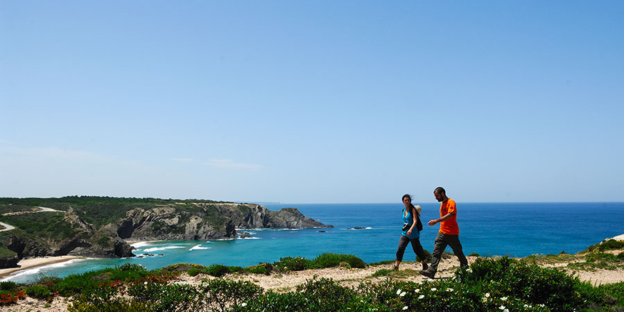 walkers-rota-vicentina-coastal-trail-portugal-caminoways