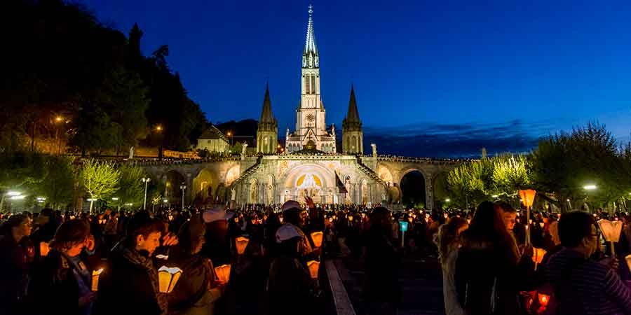 Procession-Lourdes-camino-de-santiago-caminoways