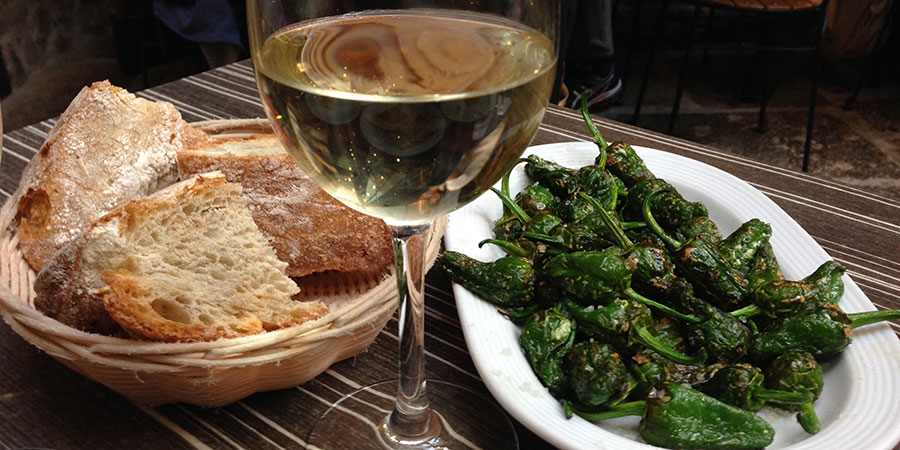 peppers-white-wine-santiago-tapas-tour-caminoways