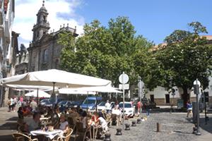 bar-terraces-old-town-santiago-de-compostela-caminoways