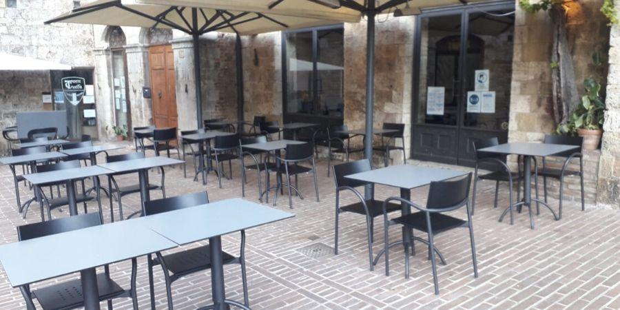 hotel-la-cisterna-restaurant-tables-caminoways.com