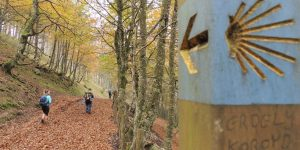 follow-the-yellow-arrow-rituals-and-traditions-camino-de-santiago-caminoways