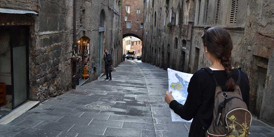cobbled-streets-siena-camino-to-rome-via-francigena