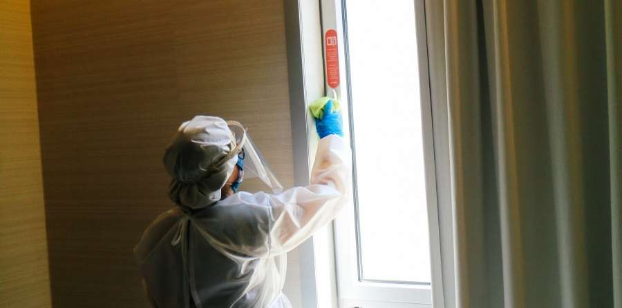 cleaning-at-the-moov-hotel-porto
