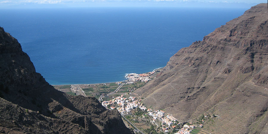 canaries-la-gomera-sun-winter-walks-trekkingbug
