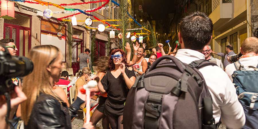 festival-atmosphere-nightlife-in-porto-caminoways