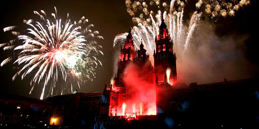 santiago-de-compostela-fireworks-camino-festivals-caminoways