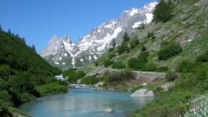 lake-tour-du-mont-blanc-trekking-bug