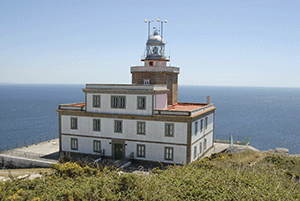 lighthouse-finisterre-day-trip-camino-de-santiago-caminoways