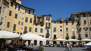 lucca-square-walking-tuscany-italy-via-francigena-francigenaways