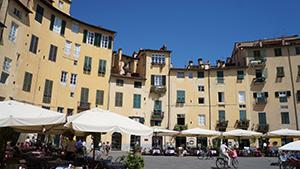 lucca-square-walking-tuscany-italy-via-francigena-francigenaways