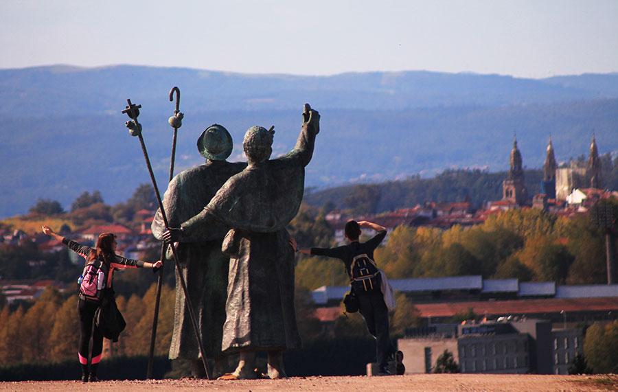 pilgrims-monte-do-gozo-camino-de-santiago-caminoways